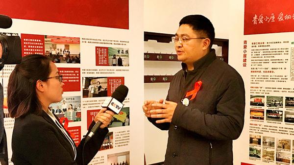 青爱工程办公室副主任、北京青爱教育基金会副理事长李扁接受央视采访