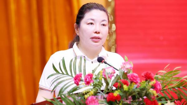 民进中央妇女儿童委员会副主任、青爱工程办公室主任、北京青爱教育基金会理事长 张银俊